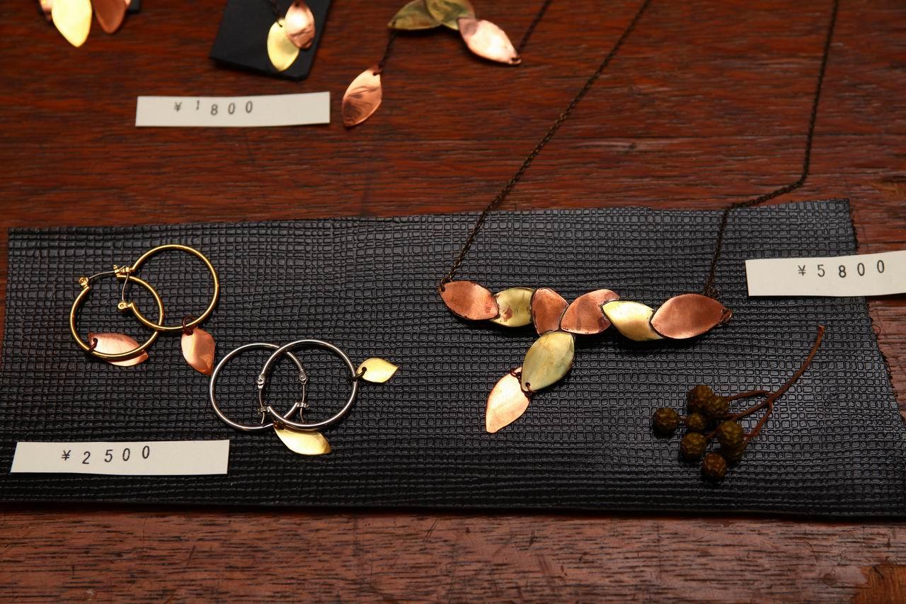 葉っぱをモチーフにしたアクセサリ(真鍮・銅)