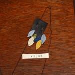 葉っぱをモチーフにしたピアス(レザー)