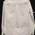 森のモチーフのボタンダウンシャツ(後)
